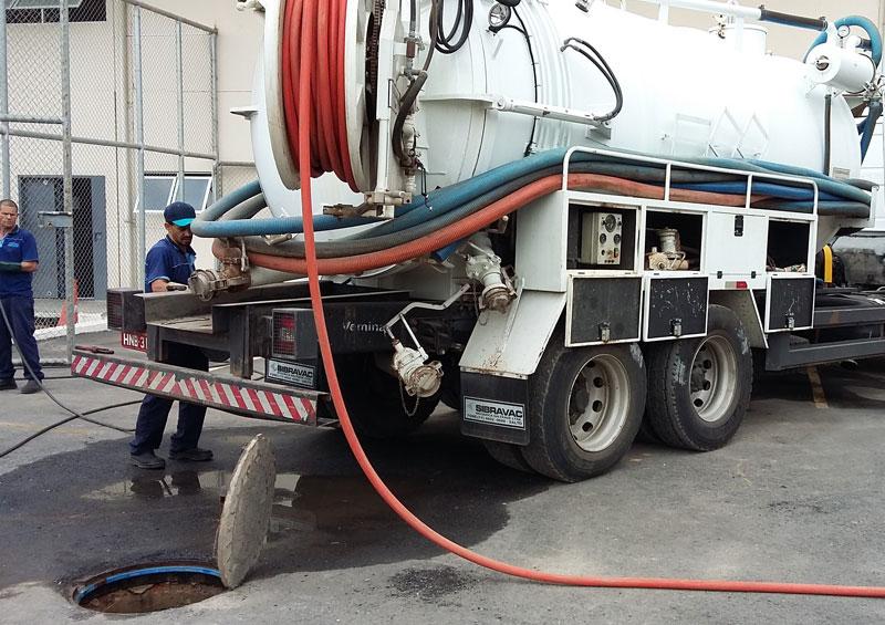 Serviços de hidrojateamento em tubulações de PVC, ferro, galeria de cimento, bueiro, caixa de gordura e inspeção.